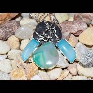 Crazy Lace Agate In Green Pendant & Earrings Set